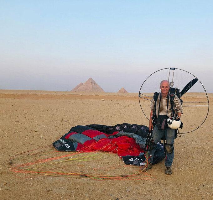 George Steinmetz bay dù lượn tại Giza, Ai Cập