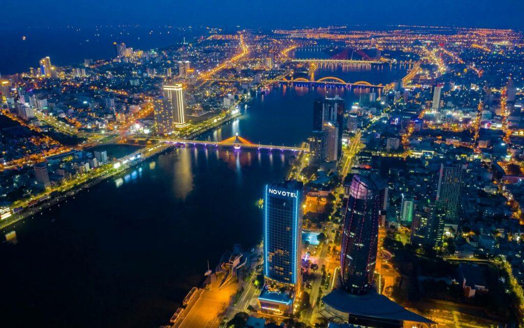 Góc nhìn của Flycam khi thành phố về đêm